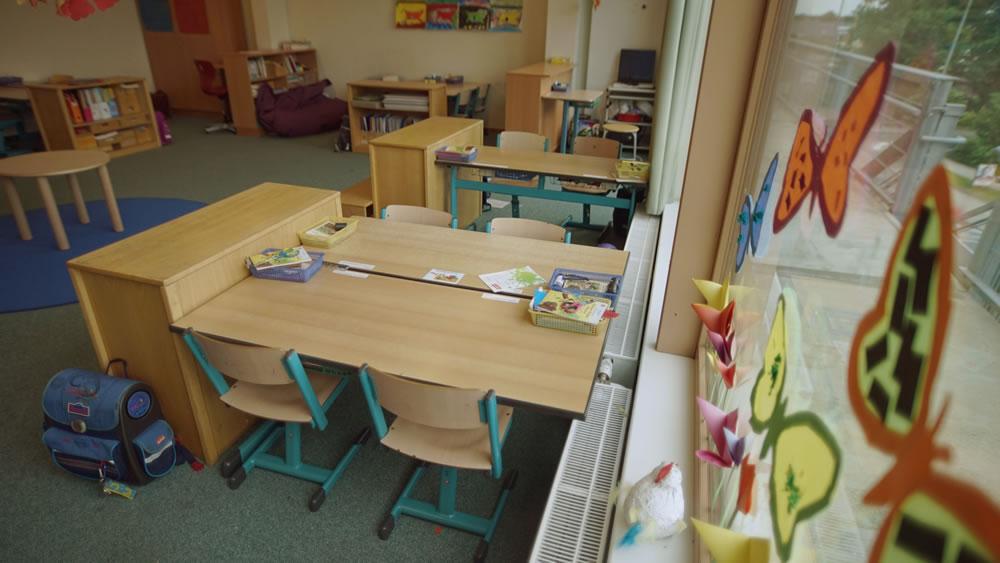 Bild von Tischgruppen im Klassenzimmer